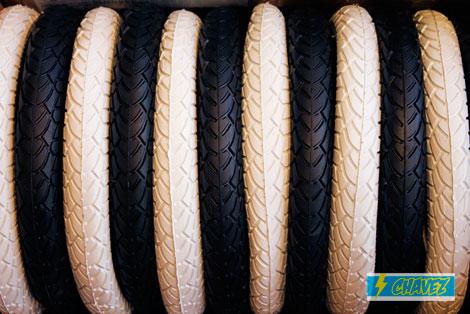 2012_12_11_chavez_tire_6.jpg